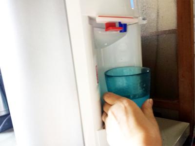ウォーターサーバー オアシスでお水をつぐところ