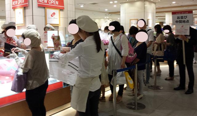 博多阪急地下「ハッピーターンズ」混雑具合、様子