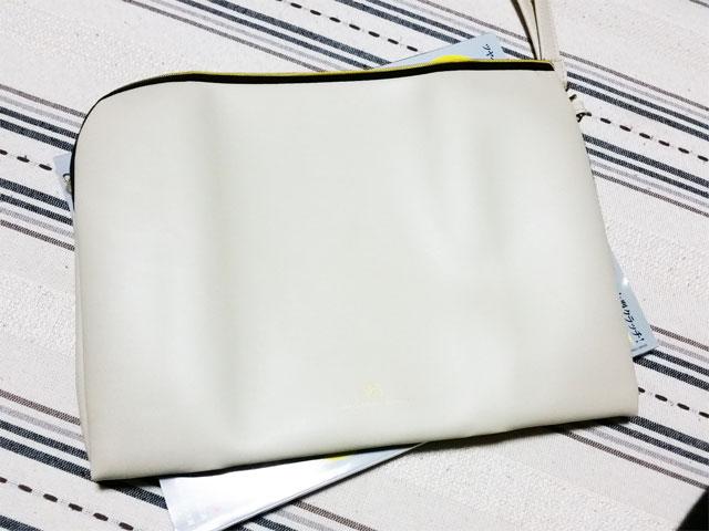 GLOW12月号の付録のバッグの大きさがわかる画像